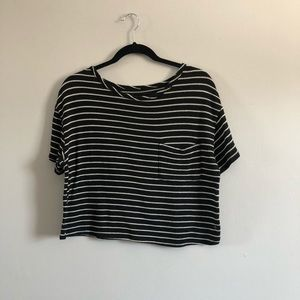 ⭐️ AE black and white striped top